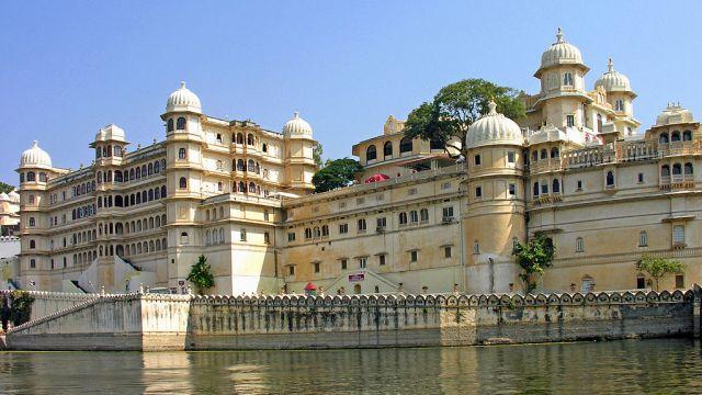 1024px-City_Palace_of_Udaipur.jpg